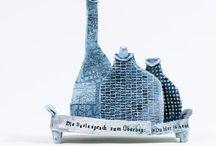 UND DARÜBER HINAUS - Michael Goller & Ute Naue-Müller / Die Arbeiten des jungen Chemnitzer Künstlers MICHAEL GOLLER auf die Objekte der mittlerweile international agierenden Dresdner Keramikkünstlerin UTE NAUE-MÜLLER (ehem. GROßMANN) treffen zu lassen, ist inhaltlich ein spannendes Projekt und optisch ein Genuss.