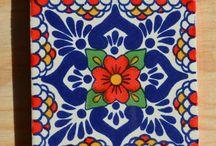 Azulejos, mayolicas, tocetos, cerámicas, porcelanas.