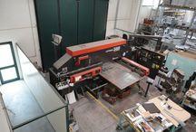 Machine Tools srl / Machine Tools è il riferimento nel mercato per la vendita e le revisioni di alta qualità di presse piegatrici, punzonatrici, laser, cesoie e altre macchine utensili usate per la lavorazione della lamiera.