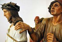 Bek Bohumil / Křížová cesta v Bohuticích, soubor 55 dřevěných soch v životní velikosti s Libanonského cedru