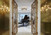 Jupiter Island Penthouse / Elegant penthouse in Jupiter Island with intricate architectural details and expansive ocean views needed a feel that incorporated traditional pieces with contemporary styling.