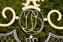 Diergaarde Blijdorp Rotterdam / De Diergaarde is ontworpen in de voor Van Ravesteyn kenmerkende zwierige stijl. In deze stijl zitten veel stalen sierornamenten. Van der Vegt heeft geheel of gedeeltelijk de gesmede delen welke de tand des tijds niet hebben doorstaan gerestaureerd.  Het grote pronkstuk van de restauratie van Blijdorp is toch wel de monumentale poort van de diergaarde. Dit is echt een stuk vakmanschap om trots op te zijn