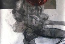 Wojciech Pelc / W twórczości korzysta z takich dziedzin jak rysunek, grafika, krótkometrażowe filmy artystyczne, malarstwo, fotografia i rzeźba. Praca twórcza jest dla niego poszukiwaniem środków wyrazu dla pełniejszego wyrażenia prawd o człowieku, jego wnętrzu w zetknięciu z otoczeniem oraz drugim człowiekiem. W swoich pracach posługując się ciałem – jego materialną formą, rozprawia o ludzkiej naturze i popędliwości.