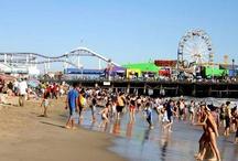 Santa Monica / Santa Monica é muito mais do que qualidade de vida. É a vida muito bem vivida – com inúmeras atividades, comprometimento com o meio ambiente local e global. É a cidade dos surfistas, dos praticantes de yoga, bikers e hikers – um lugar para curtir as águas do Pacífico e relaxar nas montanhas das proximidades. Não importa o que você faça nesta cidade, onde arte, natureza e agitação urbana se encontram, você perceberá que Santa Monica é tão inspiradora quanto irresistível.