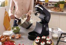 Chọn mua máy đánh trứng, Máy đánh kem trộn bột gia đình tại TpHCM / Một chiếc máy đánh trứng cầm tay (hay còn gọi máy trộn) là vật dụng không thể thiếu trong căn bếp của những cô nàng, bà mẹ mê nội trợ, đặc biệt là đam mê việc làm bánh.  Ngoài công dụng đánh trứng, trộn bột, máy đánh trứng  còn dùng để đánh bông các loại kem tươi và làm các loại frosting khác.