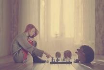 """Alice dagli occhi verdi. / """"Alice nella stanza chiusa restava senza sorridere più, le sembrava mancare da sempre qualcosa per sentirsi speciale..."""""""