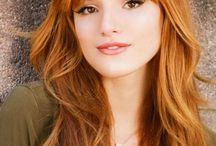 Arielle Melia  Summers / ● 6. Jahr ● Ravenclaw ● Vertrauensschülerin ● Märchenfigur: Arielle ●