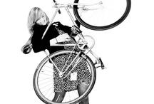 Le vélo pour nous les Filles bicycle only for Girls / Ma passion pour les beaux vélos. Quel que soit le moyen de transport restons féminine... / by Moments Enchantés