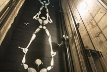 Académies et des Arts hôtel. Paris. / J'ai dormi à l'hôtel des Académies dans la nuit du 14/15 août 2011. Dans la chambre 23 face à l'Académie de La Grande Chaumière.Une école qui a accueilli les plus grands noms de l'art du vingtième siècle comme Modigliani. Les propriétaires et l'architecte Vincent Bastie ont pensé une déco cosy et arty. Les personnages de Jérôme Mesnager peints sur les murs des chambres, veillent sur le sommeil des visiteurs, et dans l'ascenseur, ils vous accompagnent avec des pirouettes improbables. / by Hôtels design à Paris (Mes Nuits Design)