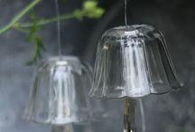 Clopotei de vânt sunete din paharele de cremă