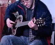 gitározó