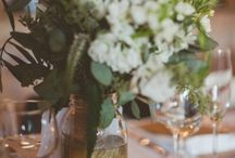 Mason Jar Centerpieces / Mason jars are very popular at weddings, here you can find amazing mason jar ideas for your wedding centerpieces.