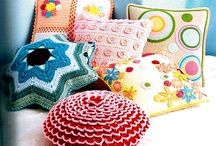 From Yarn to the Pillow / Knitted and crocheted pillows