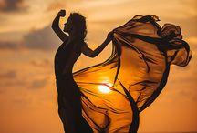 Фотография на закате,прекрасные леди