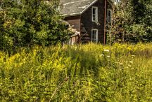 Shades of Decay / Exploring an old abandoned farm house in rural Ontario.