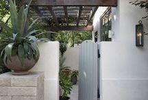 Bejáratok, kerítések