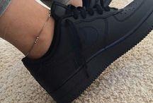 zapatillas, zapatos, botas, etc todo muy bonito