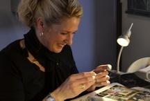 workshop / Kleine compilatie van deelnemers aan workshops tijdens het maken van hun eigen sieraden in mijn edelsmid atelier in Koog aan de Zaan.  www.marjaschilt.nl