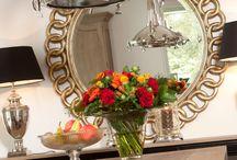 Spiegels | Rofra Home / Spiegels kunnen de ruimte groter en lichter laten lijken. Kies voor één grote spiegel of juist voor meerdere kleintjes voor een dynamisch effect. De keuze is aan jou. Naast dat een spiegel functioneel is, is het ook echt een decoratie item. Onze spiegels hebben prachtige lijsten en zijn daarmee een echte eyecatcher voor in je woning.  #spiegels #mirrors #decoratie #rofrahome