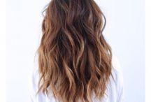 Cheveux mi longs