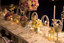 Orquídeas de Lujo / En una noche llena de encanto bajo la luz la luna en una romántica cena, en la cual fueron protagonistas las velas , las orquídeas, los candelabros en cristal y un sin número de flores que acompañaban a una feliz y romántica cumpleañera. El escenario era perfecto para una velada inolvidable.