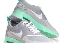 Shoes♥ / Hier vindt je alle soorten schoenen slippers♡Bijv.huaraches,adidas,nike air force en nog veel meer♡