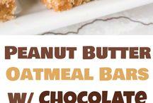 barras de amendoim com chocolate.