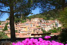 Le village fleuri / Patrimoine du 12ème siècle - Référencé parmi les plus beaux sites du Var, le village médiéval de Bormes-les-Mimosas constitue une étape de découverte incontournable pour les amoureux de vieilles pierres et les passionnés d'histoire.