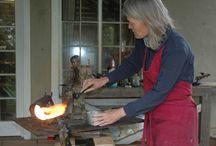 Bronze Sculptor  Sarah Richards, at work / Bronze Sculptor, Sarah Richards at work in her studio in Nottingham Road, KwaZulu-Natal, South Africa.