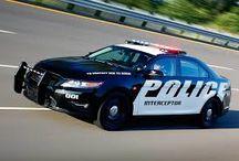 Polis Arabası oyunu / bu oyunlarda özel olarak tasarlanmış ve spor arabalarla hırsız polis,kovalama,suçlu peşinde takip oyunları bulunmaktadır harika polis aracınızla suçluları yakalamak sizin eliniz de adalet için yarışacaksınız .hadi oynayalım