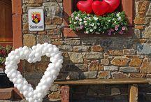 Hochzeitsdeko / Hier findet Ihr einfache und schnelle Deko-Ideen mit Luftballons für die standesamtliche #Trauung, kirchliche #Hochzeit, Hochzeitsfeiern und vieles mehr.