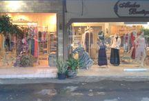 Boutiq Lia Soraya / Boutique ini menjual berbagai produk pakaian wanita import dan beberapa produksi sendiri, hasil rancangan pemilik boutique, Lia Soraya.