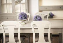 Kolekcja MIA / Oryginalne niepowtarzalne meble nawiązujące do stylu skandynawskiego. Idealnie tworzą kontrast z jasnym wnętrzami, oraz nadają niepowtarzalnego klimatu. Starannie dobrana kolorystyka cementowa szarość z  środkami w kolorze écru serii MIA sprawiają, że całość nabiera wyjątkowego charakteru.