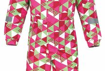 ZIMA 2014 Dětské sportovní oblečení LOAP / Dětské oblečení LOAP je barevné, veselé, hravé, ale hlavně funkční. V závislosti na aktuální kolekci si můžete v zimě vybírat dětské zimní bundy, kalhoty ale také fleecové mikiny. Na jaře jsou zase velmi oblíbené dětské softshellové bundy a trička s potiskem.
