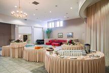Sala Kongresowa / Idealne miejsce do organizacji dużych kongresów, targów czy bankietów. Perfekcyjna akustyka. Możliwość połączenia z obszernym foyer przed salą, co daje łącznie ponad 700 m2 powierzchni.