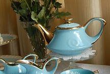 Q bella tetera y tazas en azul