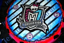 tortas de monster high / by Sofia Pose