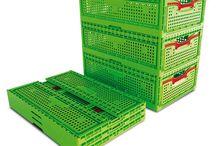 equipamiento comercial / Equipamiento Comercial. Cubetas y cubetas gastronom, Losetas de plástico para el suelo, bandejas charcuteras, bandejas de metacrilato, cubos de desperdicio de plástico, palets de plástico. Sistemas su turno con dos, tres o más dígitos, mandos a distancia para suturno. Espejos de seguridad para establecimientos comerciales, parkings, para exteriores, etc. en modelos convexo, hemisférico semi-hemisférico. Dispensadores de bolsas y guantes desechables en acero inox