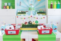 Boy's Angry Birds Party / angry birds | boy | birthday | party | ideas | cake | decorations | themes | supplies | favor | invitation | cupcakes  / by Spaceships and Laser Beams
