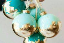 Christmas: DIY Ornaments / Tips and tutorials for handmade Christmas ornaments, Christmas tree pom poms, Christmas decorations, holiday hangings and handmade Christmas cards