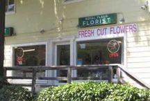 Flowers Arrangement By Royal Fleur Florist, a family owned local flower shop.