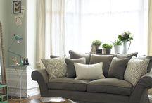 {H} Lounge Area