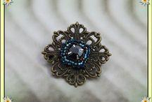Broches et perles / Tissage à l'aiguille de perles delica miyukis, montage sur estampes. personnalisation possible.  Points de vente :  https://www.amazon.fr/handmade/Lydee-Deco https://lydeedeco.com/ https://lydee-deco.com/ https://www.etsy.com/fr/shop/lydeedeco