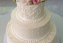 wedding cakes and cup cakes