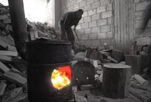 توزيع حطب الشتاء في زملكا المحاصرة / قامت وحدة تنسيق الدعم ACU بالتعاون مع منظمة السراج للتنمية والرعاية الصحية بتوزيع كمية من حطب التدفئة على أهلنا المحاصرين داخل مدينة زملكا بغوطة دمشق الشرقية.  حيث بلغ عدد المستفيدين من هذه الحملة الـ4750 مستفيد من سكان زملكا القابعة تحت وطئة حصار النظام منذ ما يقارب الثلاثة أعوام، ناهيك عن شدة البرد وانعدام وسائل التدفئة.