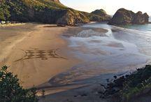 Sand art Muriwai beach in New Zealand / Sand art Muriwai beach in New Zealand