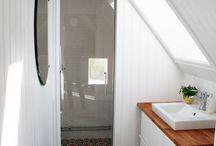 mała łazienka na poddaszu
