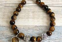 RoxFashionDesigns / Pulseras, collares y pendientes hechos con gemas naturales.