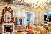 TOП самых роскошных интерьеров России / ТОП самых роскошных интерьеров загородных домов и частных резиденций российских селебретис, звезд шоу-бизнеса и олигархов, а также - дорогих ресторанов и пятизвездочных отелей в России. Заоблачная роскошь, эксклюзивная дизайнерская мебель и освещение, золото и богатство, а также самые дорогие дизайнерские проекты российских архитекторов, дизайнеров интерьера и декораторов.