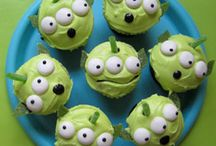 Cute Cupcake Decorations / by Nina Vitale